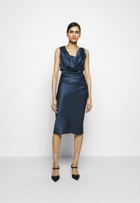 Vivienne Westwood - GINNIE PENCIL DRESS - Shift dress - avio - 0