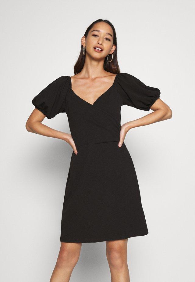 VMJASMINE WRAP SHORT DRESS - Robe en jersey - black