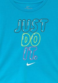 Nike Sportswear - BUBBLE BOXY - Print T-shirt - blue fury - 3