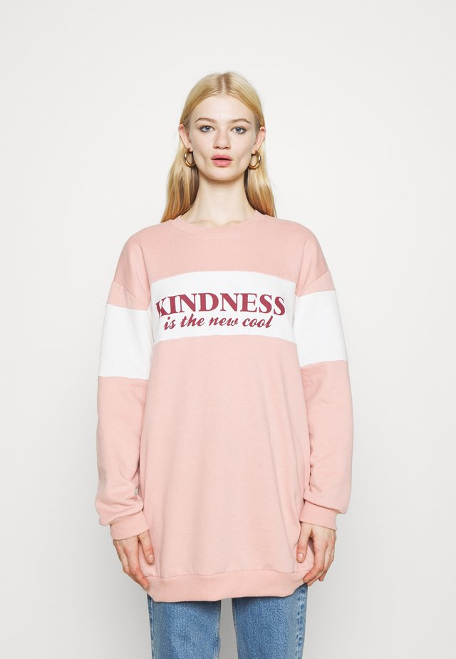 KINDNESS IS THE NEW COOL TEE - Sweater - pink
