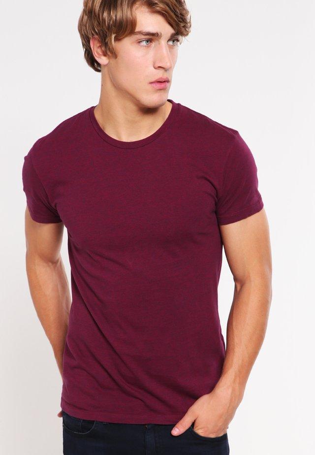 KRONOS STRIPE - Print T-shirt - rumba red