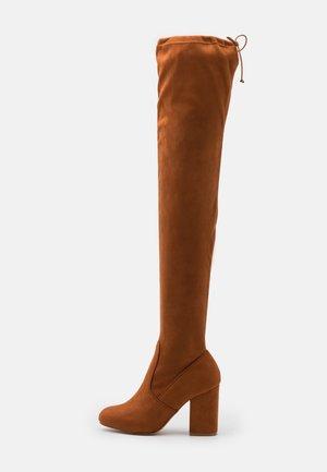Højhælede støvler - cognac