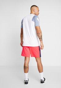 Nike Performance - DRY ACADEMY SHORT  - Sports shorts - laser crimson/valerian blue - 2