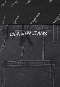 Calvin Klein Jeans - MOM - Zúžené džíny - denim black - 3