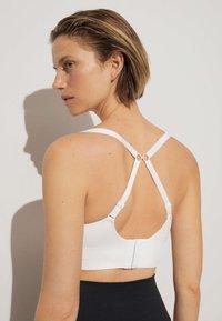 OYSHO - Medium support sports bra - white - 4