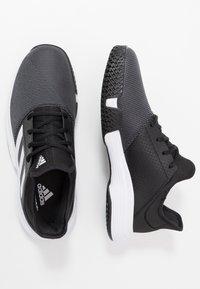adidas Performance - GAMECOURT BARRICADE CLOUDFOAM TENNIS SHOES - Buty tenisowe uniwersalne - core black/footwear white/grey six - 1