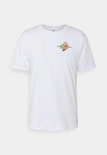 SUMMER COOKOUT SHORT SLEEVE TEE - Camiseta estampada - white