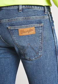 Wrangler - BRYSON - Jeans Skinny Fit - flint stone - 4