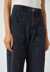 PULL&BEAR - Relaxed fit jeans - black - 3