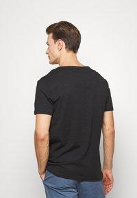 Pier One - 2 PACK  - Basic T-shirt - anthracite/black - 3