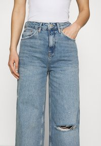 BDG Urban Outfitters - RIPPED KNEE PUDDLE - Jeans relaxed fit - dark vintage - 3