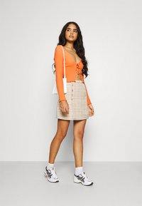 BDG Urban Outfitters - NOORI TIE FRONT - Cardigan - orange - 1