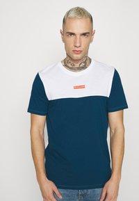 Jack & Jones - JCOBLOCKS TEE CREW NECK - Print T-shirt - white - 3