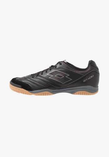 STADIO 300 II ID - Indoor football boots - all black/gravity titan