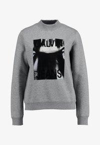 Calvin Klein Jeans - MOCK NECK - Mikina - mid grey heather - 4