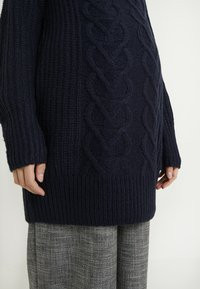 Dorothy Perkins Maternity - CABLE - Sweter - navy - 5