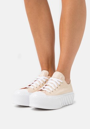 CHUCK TAYLOR ALL STAR EXTRA HIGH PLATFORM - Trainers - light twine/white/healing clay