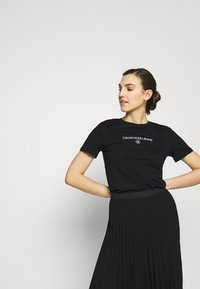 Calvin Klein Jeans - ROUND TEE - Print T-shirt - black - 3
