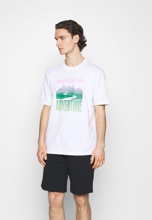 MOUNT TEE - Triko spotiskem - white