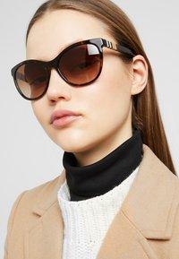 Burberry - Sluneční brýle - havana - 1