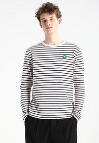 Wood Wood - MEL - T-shirt à manches longues - off-white/navy stripes - 0