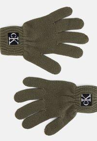 Calvin Klein Jeans - MODERN ESSENTIALS GLOVES UNISEX - Gloves - green - 1