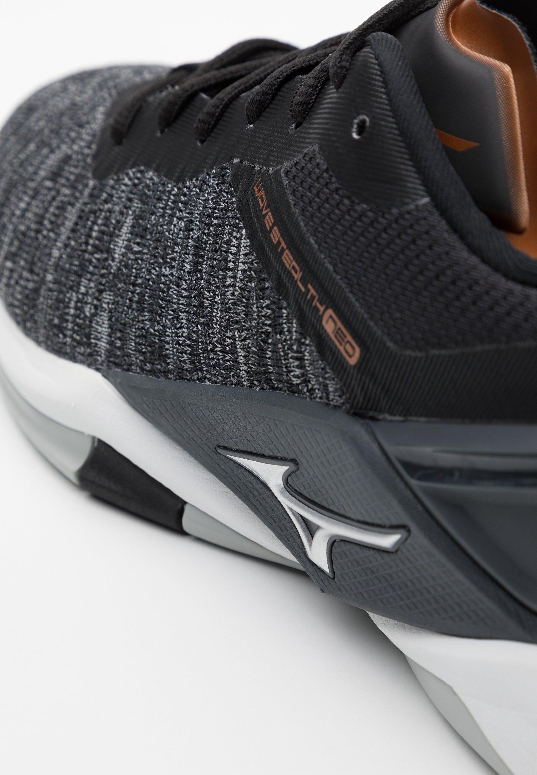 mizuno black shoes