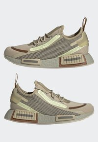 adidas Originals - NMD_R1 SPEEDLINES BOOST SHOES - Trainers - savannah/feather grey/yellow tint - 5