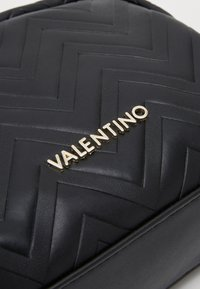 Valentino by Mario Valentino - FAUNO - Trousse - nero - 3