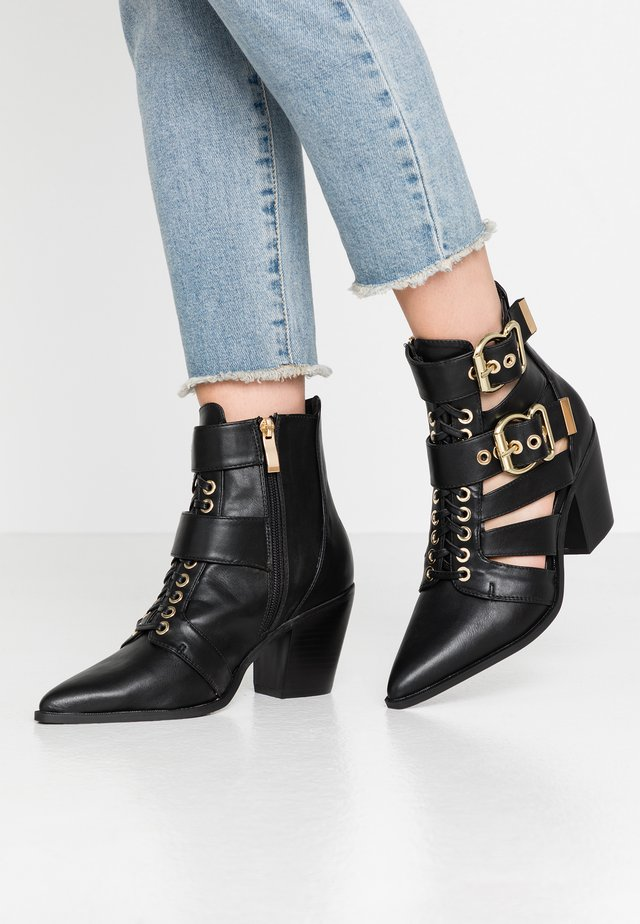LOLA SKYE LUNA MULTI BUCKLE BOOT - Cowboy/biker ankle boot - black