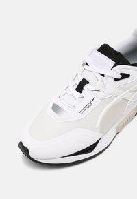 Puma - MIRAGE MOX TECH VEGAN UNISEX - Baskets basses - white/black - 4