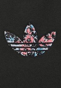 adidas Originals - T-shirt z nadrukiem - black - 5