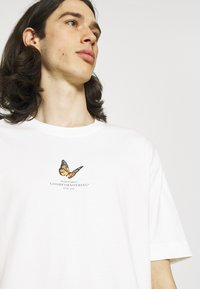 Good For Nothing - BUTTERFLY - Print T-shirt - white - 4