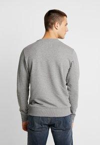 Calvin Klein Jeans - TAPING THROUGH MONOGRAM - Mikina - mid grey heather - 2