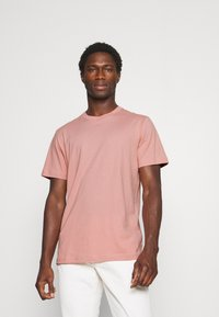 Selected Homme - SLHNORMAN O NECK TEE - Basic T-shirt - mellow rose - 0