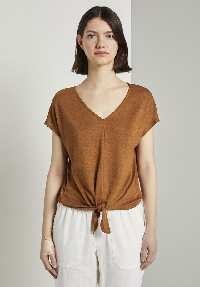 T-shirt z nadrukiem - mango brown