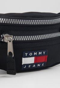 Tommy Jeans - HERITAGE BUMBAG - Bum bag - black - 2