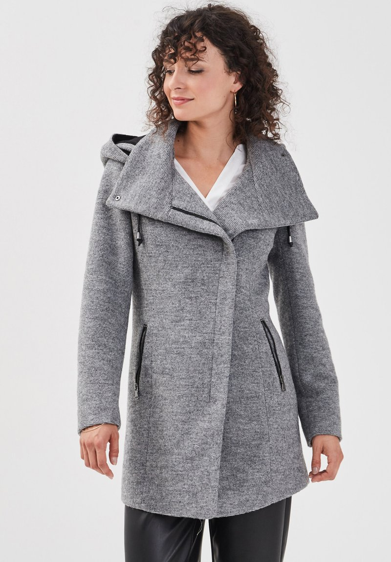 Cache Cache - ASYMMETRISCH GESCHWUNGENER  - Cappotto corto - gris foncé