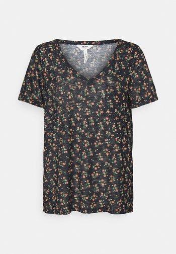 OBJTESSI SLUB V NECK SEASON - Camiseta estampada - sky captain