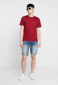 Calvin Klein - CHEST LOGO - Basic T-shirt - red - 1