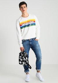 Wrangler - LARSTON - Slim fit jeans - blue - 1