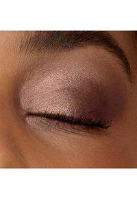 IsaDora - EYESHADOW QUARTET - Eyeshadow palette - chic neutrals - 3