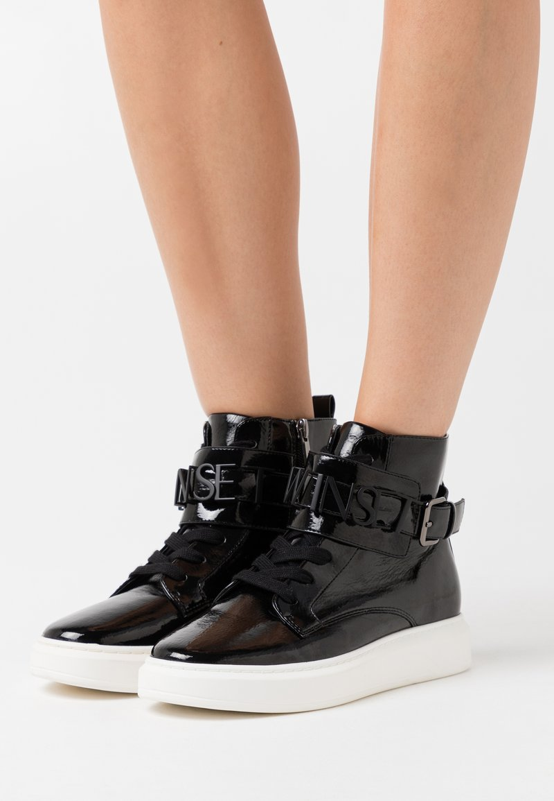 TWINSET - ALTA CON LOGO LETTERING - High-top trainers - nero