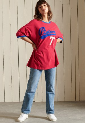 COLLEGIATE - Print T-shirt - hike red