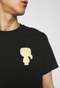 KARL LAGERFELD - CREWNECK - Print T-shirt - black/gold - 6