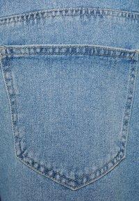 ONLY Carmakoma - CARHINE - Shorts di jeans - light blue denim - 6