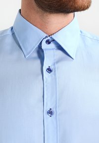 Pier One - CONTRAST BUTTON SLIMFIT - Shirt - light blue/blue - 4