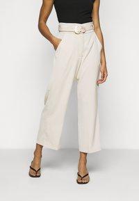 Fashion Union Petite - ELLORA TROUSER - Trousers - cream - 0