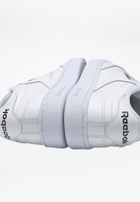 Reebok Classic - CLUB C 85 SHOES - Zapatillas - white - 7