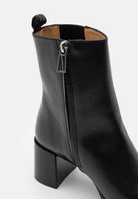 Filippa K - FLORENCE CHELSEA BOOTIE - Kotníkové boty - black - 4